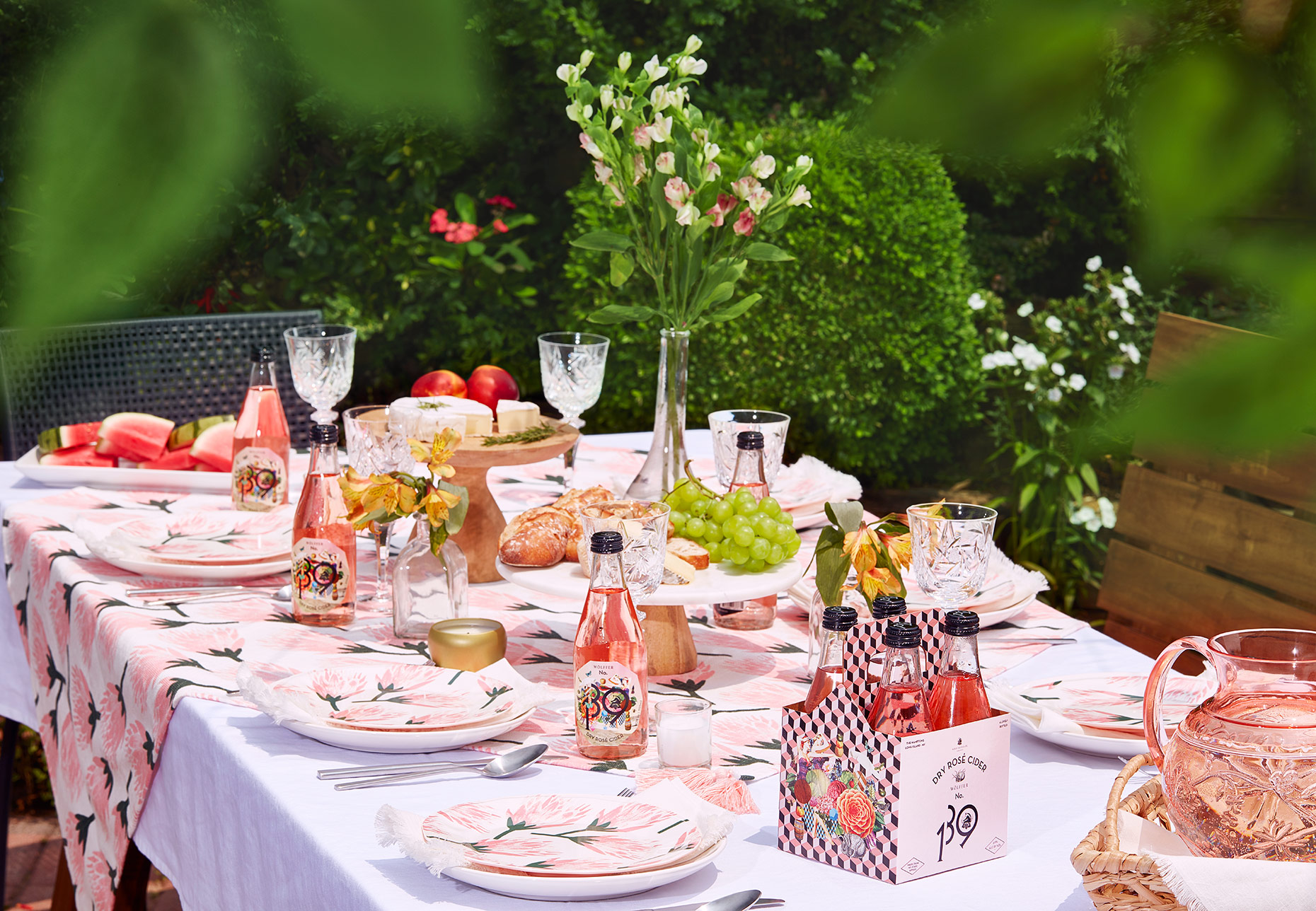 OutDoorDining_Rose_Table